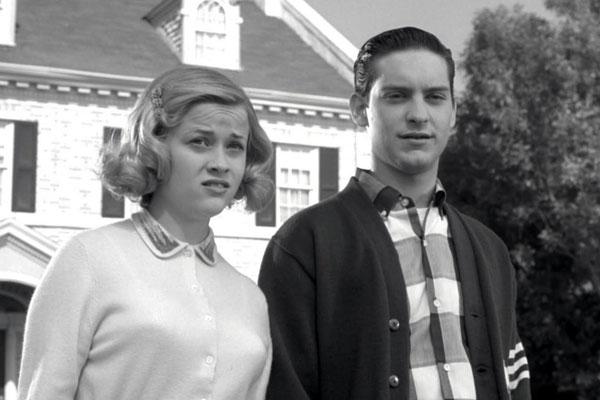 Pleasantville: Jennifer (นำแสดงโดย Reese Witherspoon) และ David (นำแสดงโดย Tobey Maguire)