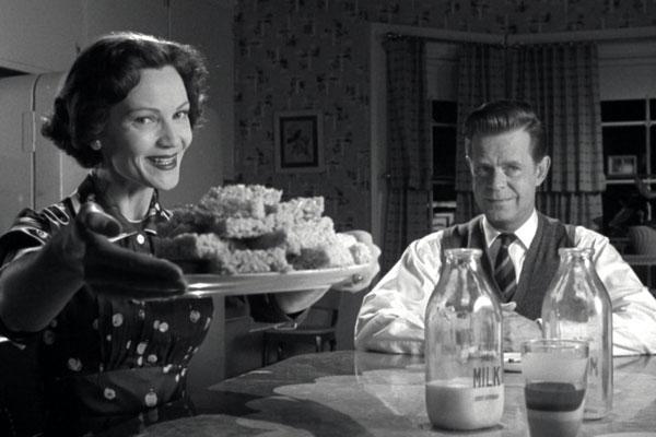 Pleasantville: Betty (นำแสดงโดย Joan Allen) และ George Parker (นำแสดงโดย William H. Macy)