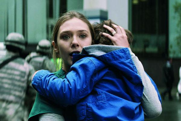 Godzilla: ก็อดซิลล่า (2014) - Elle Brody รับบทโดย Elizabeth Olsen)