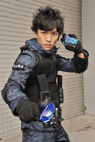 Okada Ryutaro รับบทเป็น Fuma Isamu / Kamen Rider Vulcan